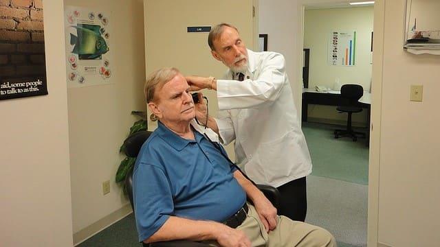 Оториноларинголог (отоларинголог, ЛОР)