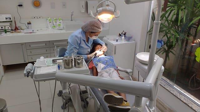 Стоматолог (Дантист)
