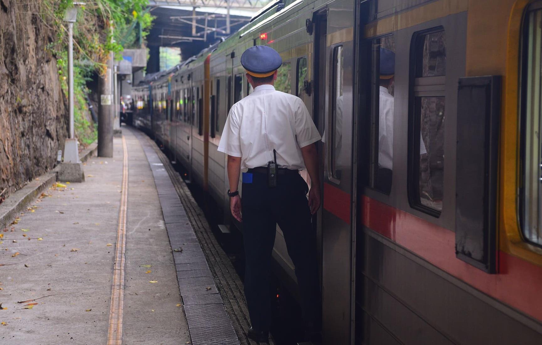 Проводник вагона поезда