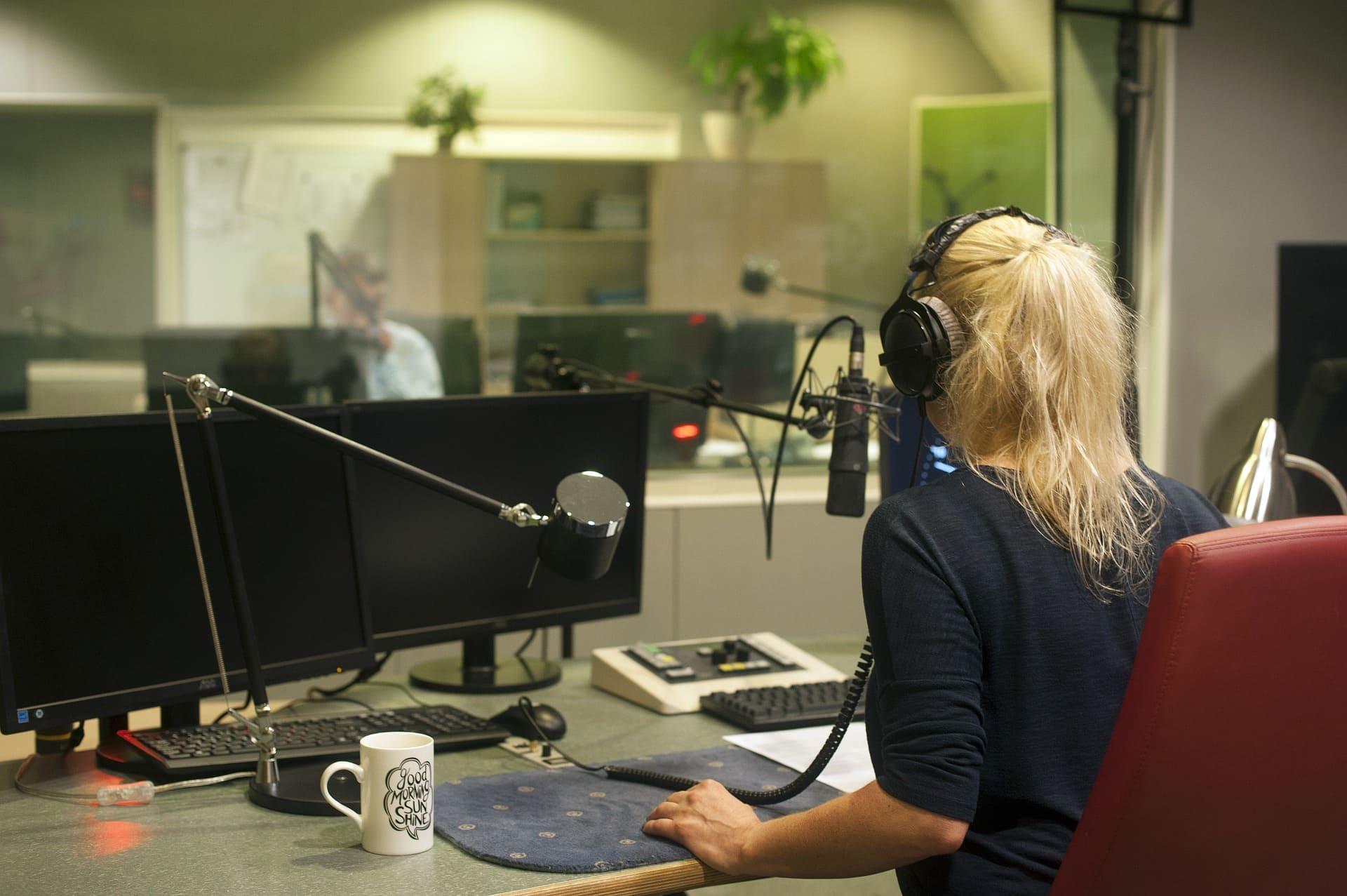 Ведущий на радио (Радиоведущий)
